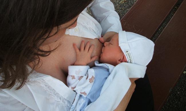 Что делать если после родов обвисла грудь
